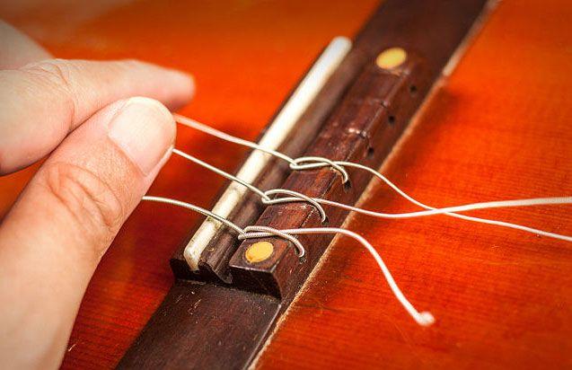 Закрепление нейлоновой струны в бридже 4