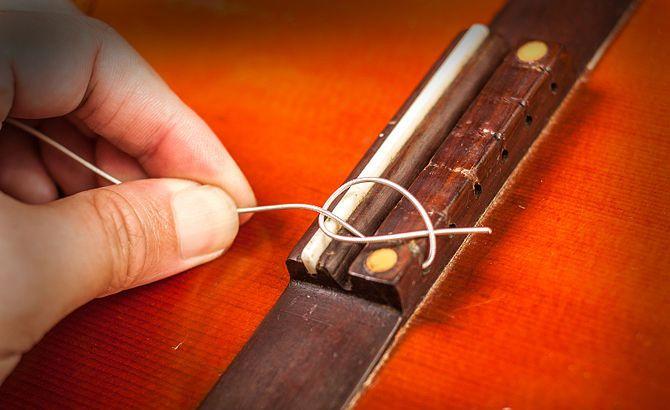 Закрепление нейлоновой струны в бридже 2
