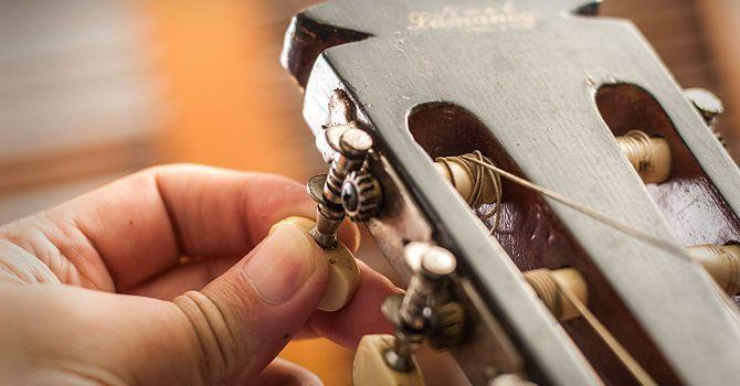 Как снять нейлоновые струны с классической гитары