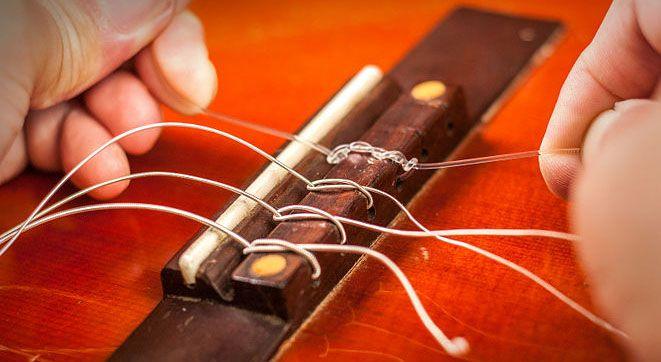 Закрепление нейлоновой струны в бридже 6